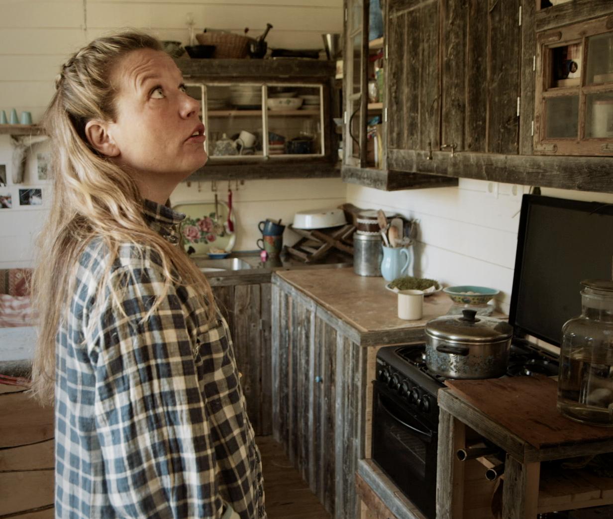 Emma Hittar Hem Nordisk Drama Dokumentr Ab Are03